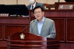 제299회 임시회 구정질문 답변하는 유덕열 동대문구청장.jpg